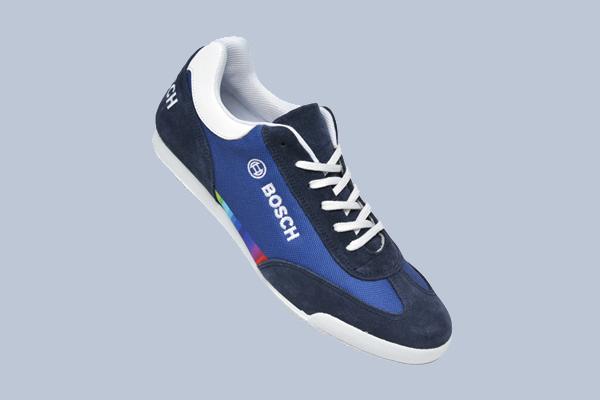 Sneaker für Firmen Myflow individuelle Anfertigung für die Firma Bosch Werbeartikel mit Logo bestickt