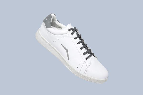 Sneaker für Firmen Tennis weißer Turnschuh personalisiert mit Logo und Stick in grau